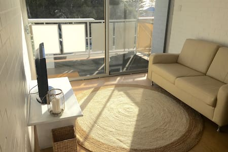 Charming Coastal Apartment - Cottesloe
