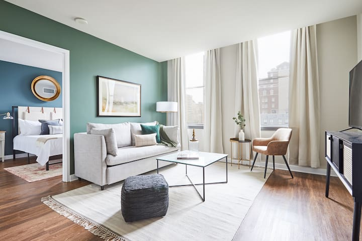 Sonder | Liberty Place | Charming 2BR + City View