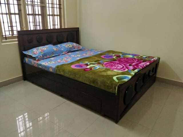 Fully furnished 2bhk apt central location