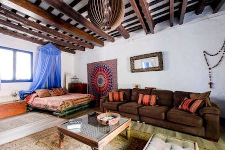 Room in XVII century house close to Sitges