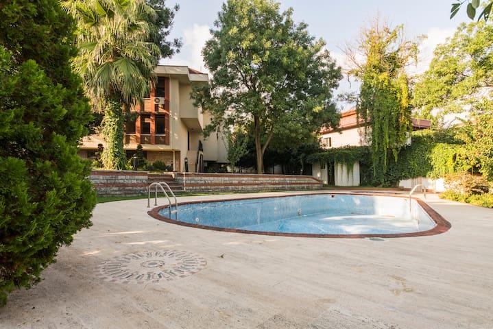 Villa Feruz. City Centre. Private Pool! Sea View!