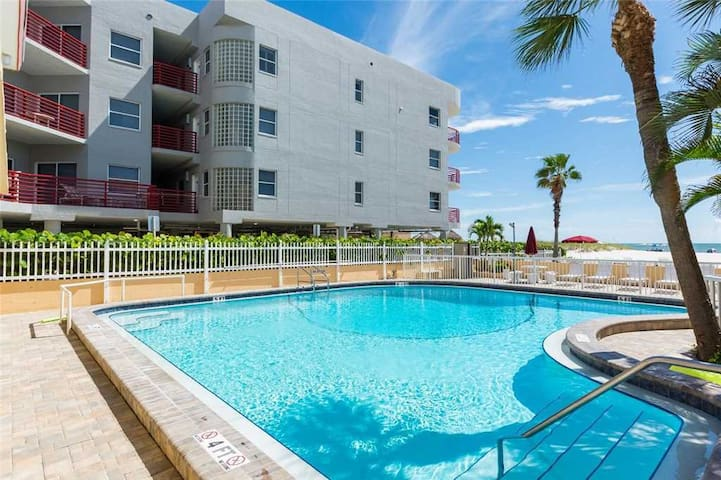 Hotel Unit Ground Floor - Frig/Micro/Coffee Mkr - Free WiFi - Surf Song - #154 Surf Song Resort