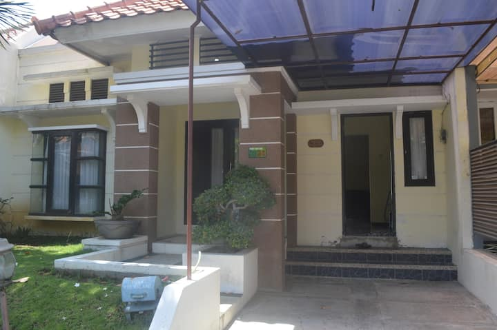 Villa Bintaro 34 Batu Malang