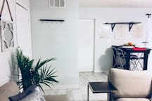 Modern Pool House ❤️ PRIVATE POOL* 5 mins to Strip!