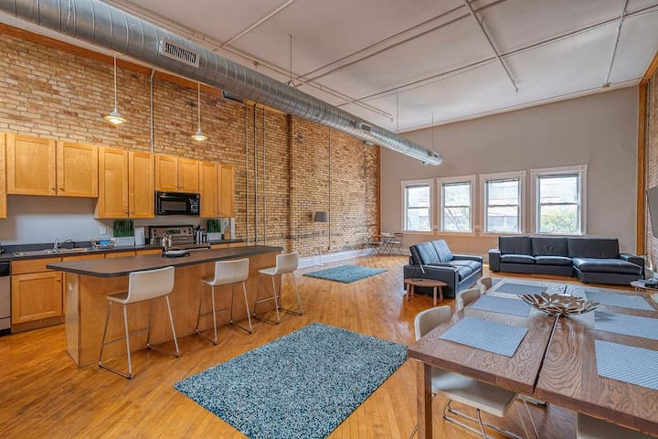Incredible 2-Bedroom Loft w/ Parking