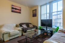 Spacious 4 bedroom flat in Finnieston