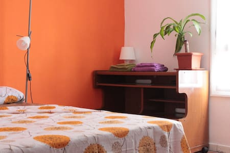 THE ORANGE ROOM -BNB - Donostia