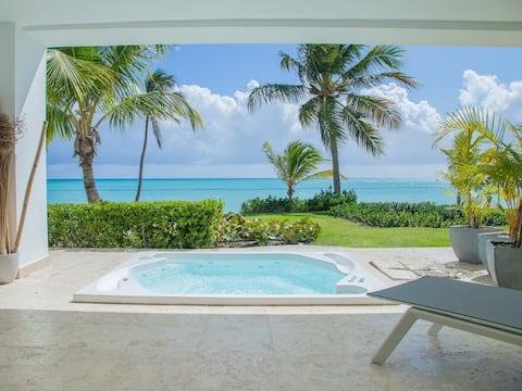 Cap cana Stunning Beachfront apartment