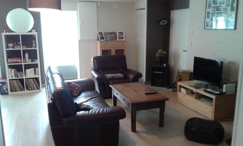 chambres privées dans longère de 120 m2 - Saint-Hilaire-le-Vouhis - House