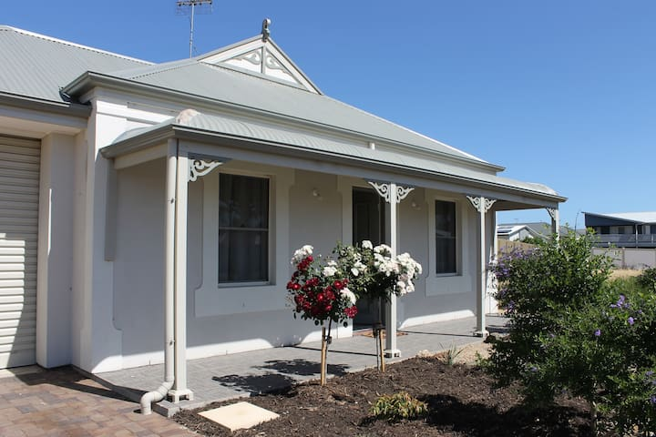 Pebbles Cottage at Normanville