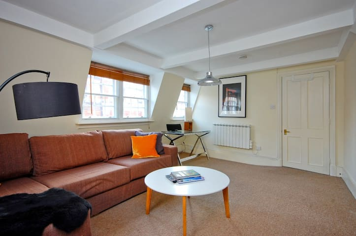Top floor penthouse in the heart of Soho - 2 Beds