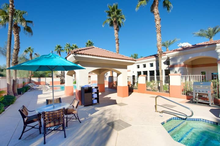 Modern 1BR Unit with Full Kitchen, Breakfast, Pool