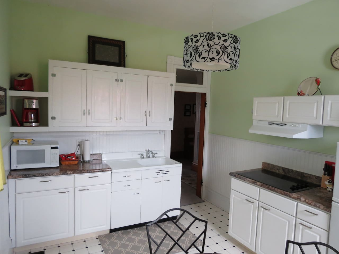 Full Kitchen includes cookware & Stove top
