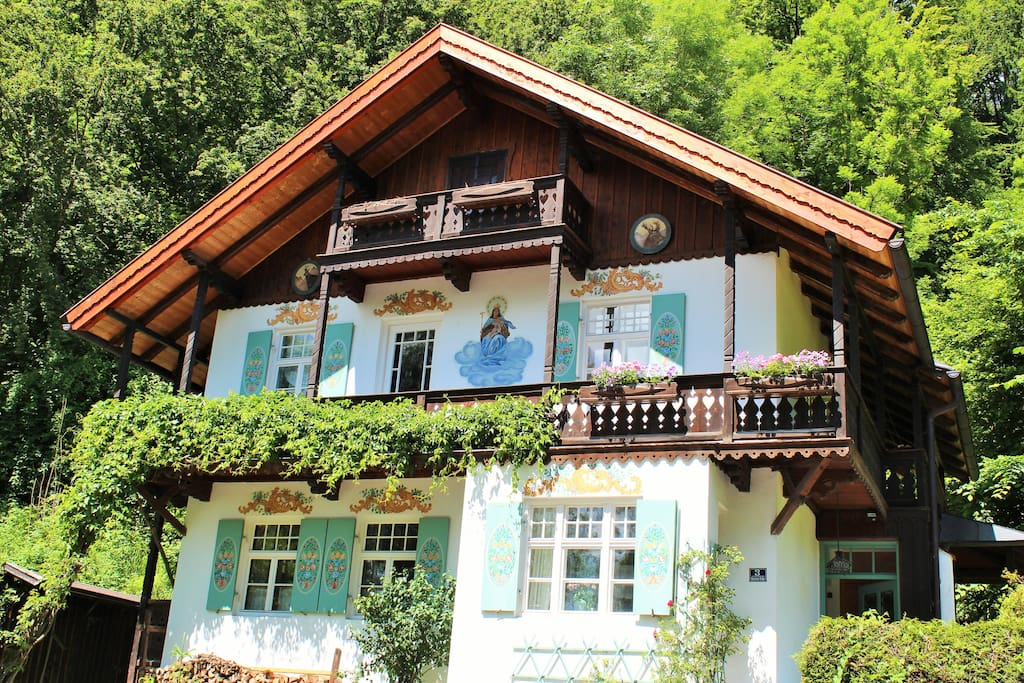 Beautiful room in bavarian house houses for rent in for Big houses in germany