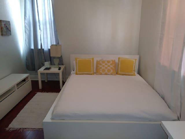 Quiet & spacius bedroom
