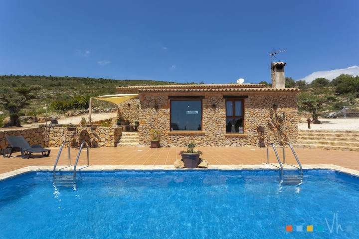 CALIMA – Peaceful property with views to the sea and the mountain in Benissa