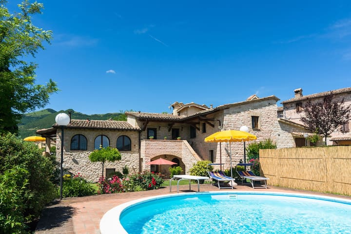 Privater Pool, Garten und Terrasse, ruhig gelegen und in der Nähe Städte