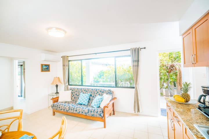 1 Bed Cottage close to Waikiki beach.