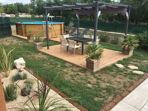 Eine ruhig Haus mit beheizter Pool