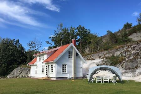 Sommerhus på Tjøme, nær sjøen - med stor plen - Tjøme - Casa