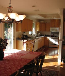UPSTAIRS LARGE~ Private Room-OCTOBER 2 - Fair Oaks - Casa