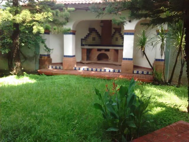 Morelia Private Neighborhood Rooms / House