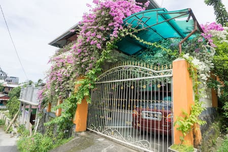 Entire Flower House with 3 Bed Room For 6 Person