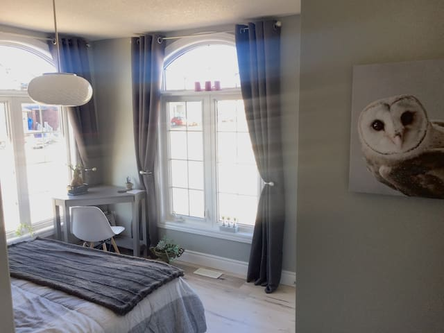 Beautiful, bright & modern room close to Uwaterloo