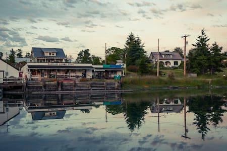 Waterfront Farmhouse on Mystery Bay - Marrowstone - Huis