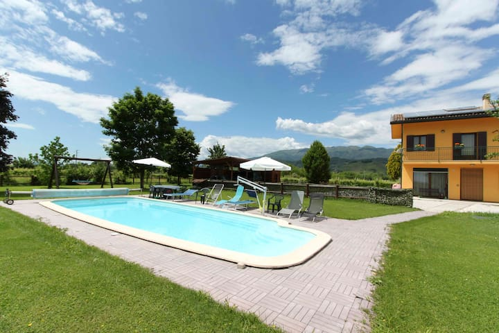 B&B con piscina in zona Prosecco a Farra di Soligo - Farra di Soligo - Aamiaismajoitus