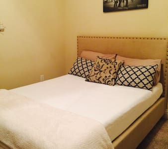 Queen Bed w/ ensuite Bath near LAX - Hawthorne