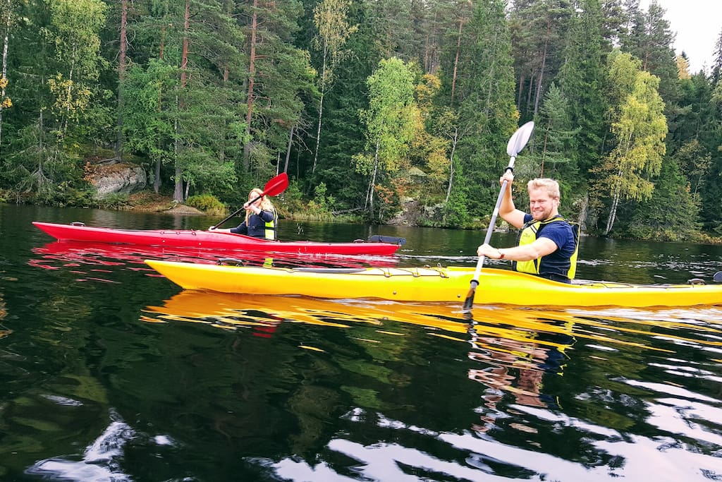 Kayaking from the house to the southern end of the lake takes 40 minutes. The lake is surrounded with wilderness. We have two kayaks you can borrow. And a boat to row (April-Oct)