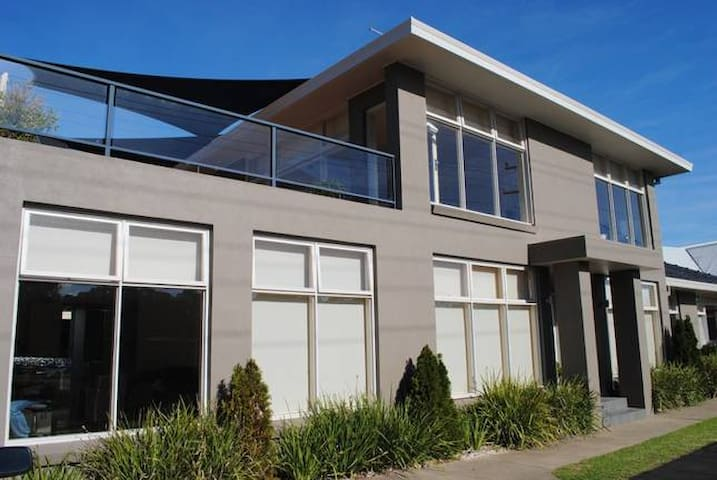 Luxurious Water Front House - Lakes Entrance  - บ้าน
