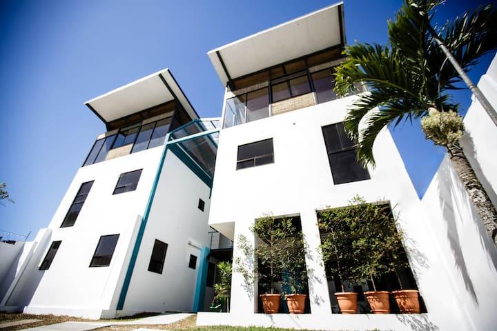 Eco Residence Hermanos Elizondo Apt 1