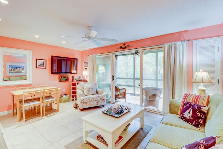 Colorful villa, moments from the beach, with golf, tennis & more!