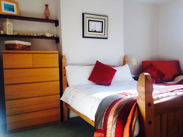 Spacious Room in Leafy Suberb - Churchtown - House
