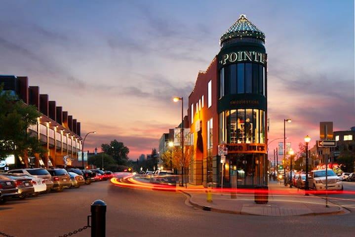 Kensington luxury w/ LRT, shops, river & nightlife