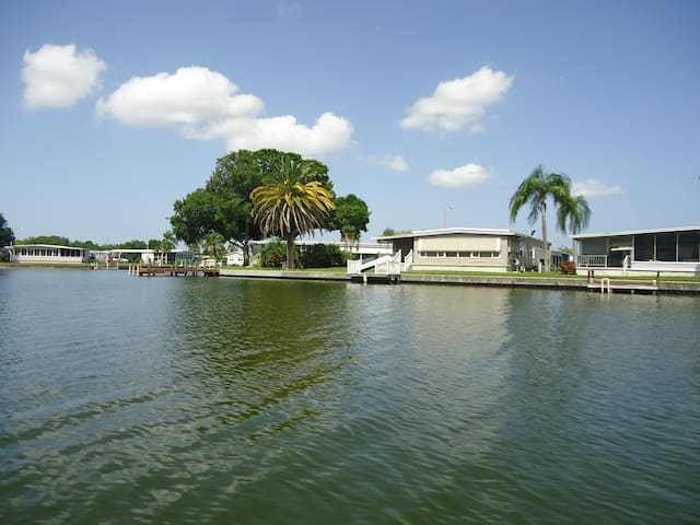 Water View Home Tropical  Stay - Largo - Haus