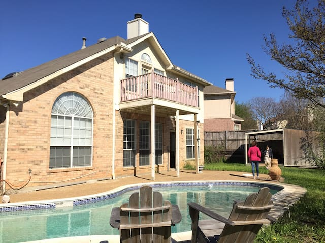 Spacious Texan Villa off Fwy 199/nt - Grand Prairie