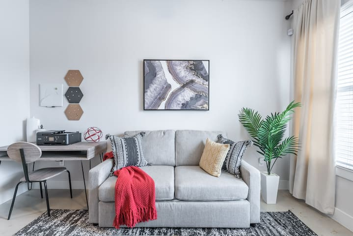SAN ANTONIO RIVER WALK | COZY MODERN APARTMENT