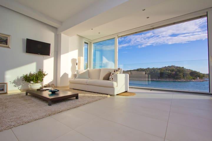Beachfront villa Tribunj