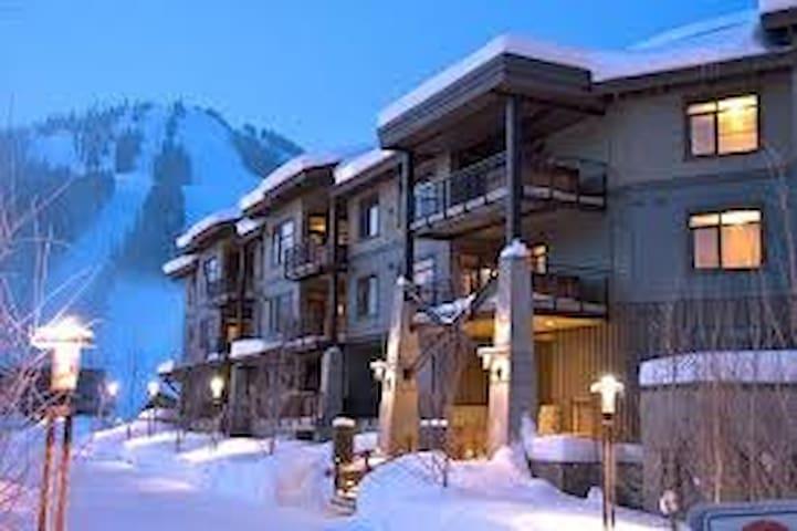 Red Mountain ski-in/ski-out - Slalom Creek Condo