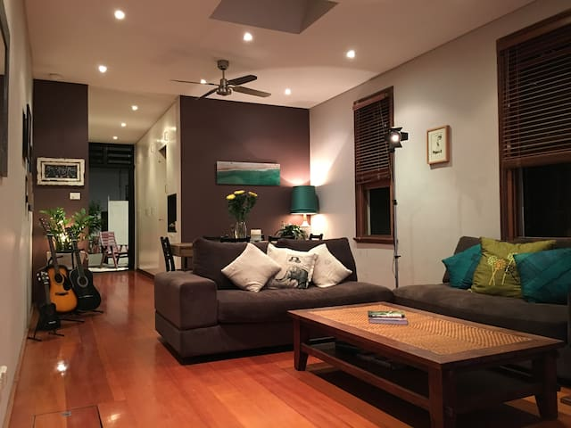 Stylish & charming home in top location - Newtown