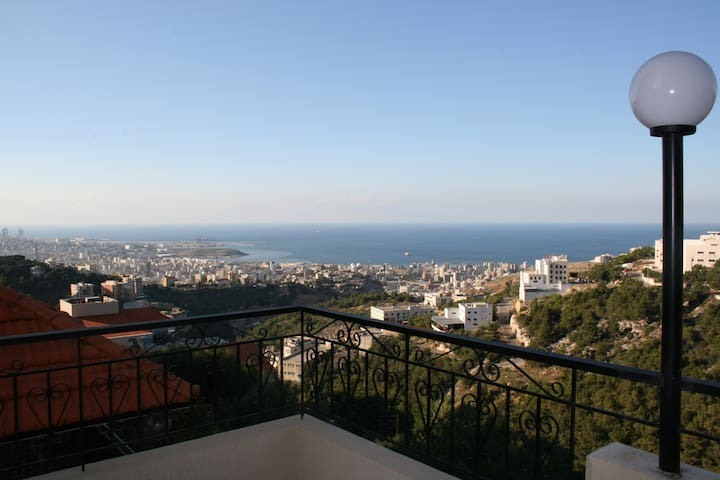 Sea View Apartment, 10 min to Down Town - Departamento