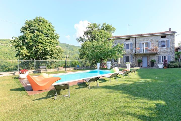 Antica corte con piscina casa gae