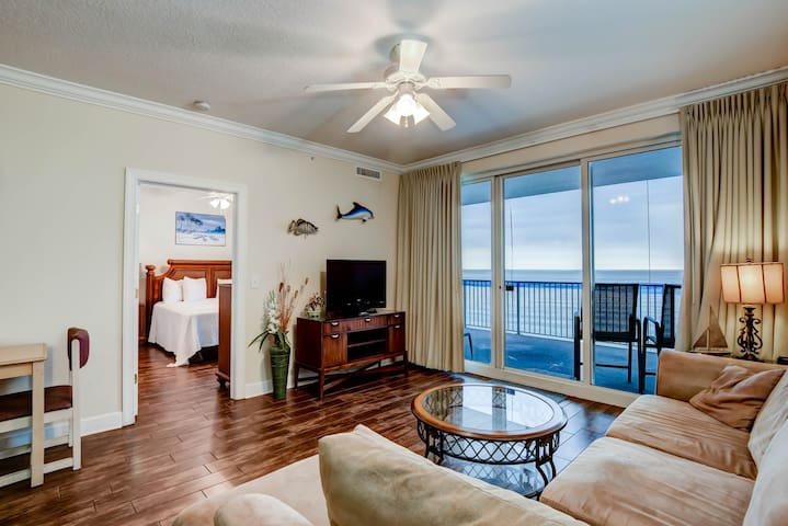 Inviting gulf-front condo w/ stunning views & a shared pool/hot tub