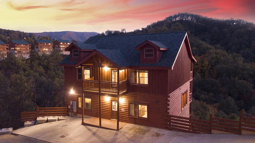 DV ★ BRAND NEW ★ ULTRA LUXE CABIN ★ MAGNIFICENT VIEWS ★ POOL ★ KARAOKE ★ THEATER ★
