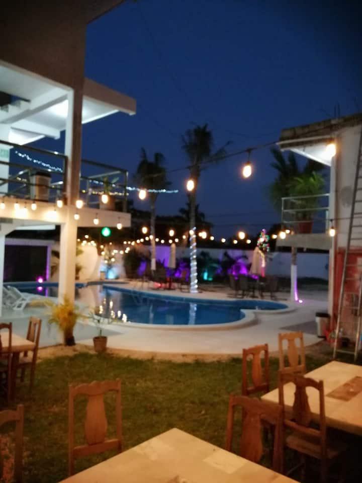 Hotel Real Ucum Hospedaje para 16 Personas!