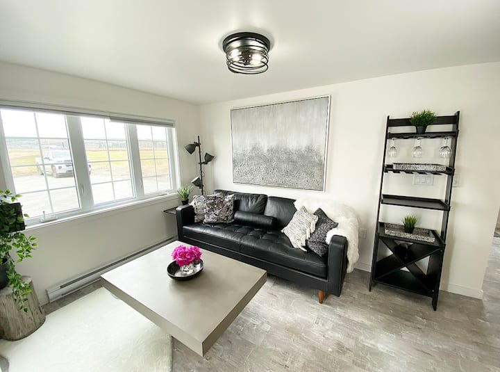 Port Williams NEW 2-Bed Suite Beautiful & Bright!