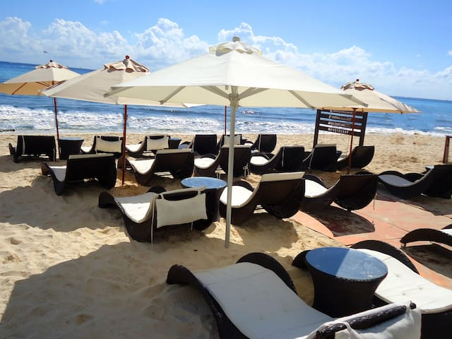 Luxury 3 bedroom Villa with private Beach Club